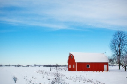 winter-barn-red