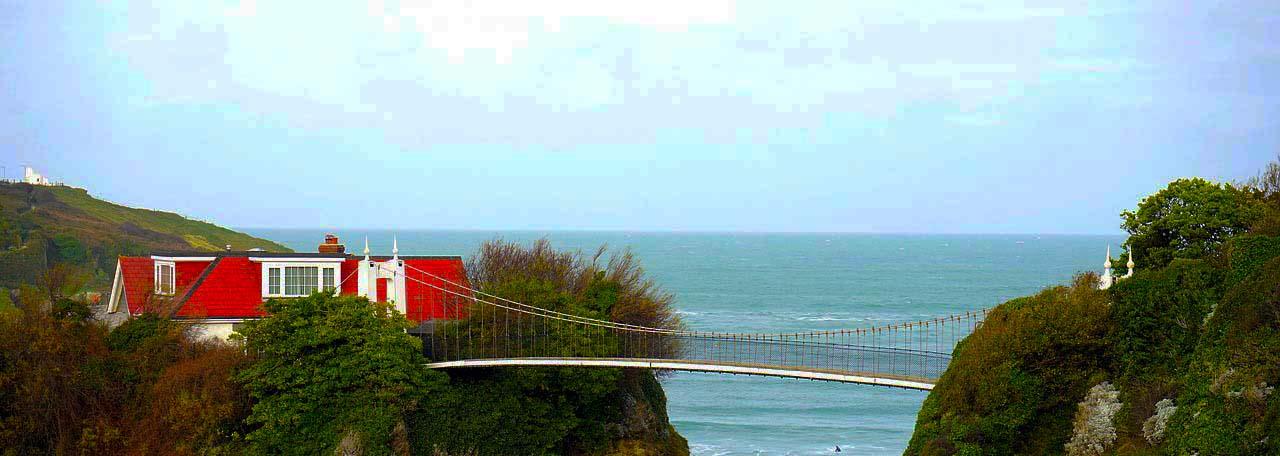 house-ocean-crop