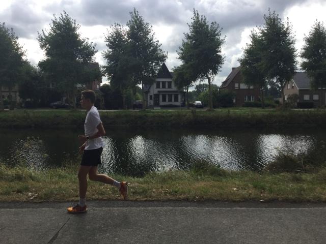 canal-runner-bruges